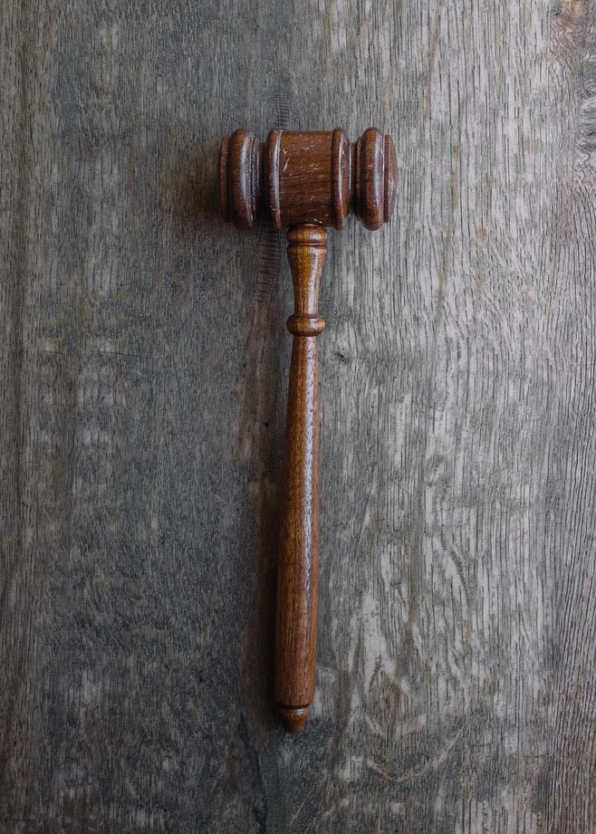 W przypadku przestępstw gospodarczych pomocy udziela prawnik w Łodzi